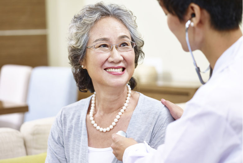 6 Things Seniors Should Bring When Visiting A New Doctor